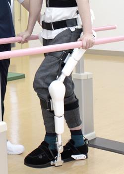 HAL自立支援用下肢タイプ装着